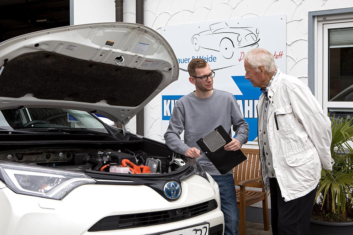 Kundenberatung am Fahrzeug